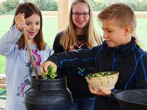 Mittelalterlicher Kochkurs für Schulklasssen
